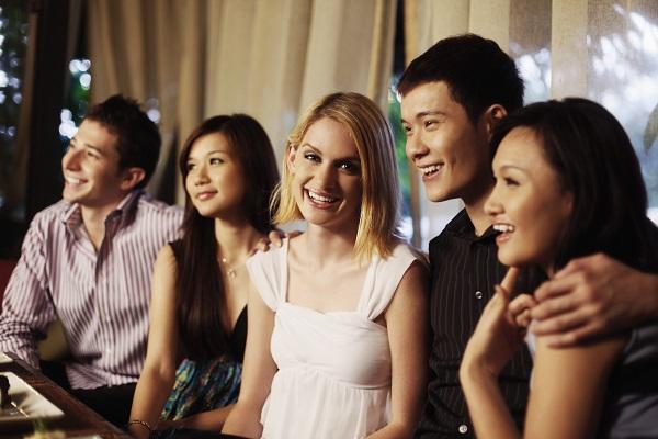 東京で外国人が多く集まる店で外国人の友達を作る方法