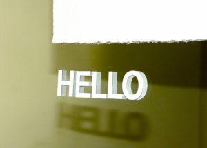 日本の学校では中々教えてもらないネイティブが使う自然な英語の挨拶や表現:TOP5紹介