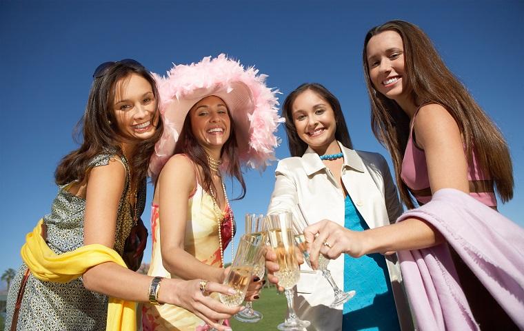 「忘年会」,「飲み会」,「女子会」は英語で何と言う?