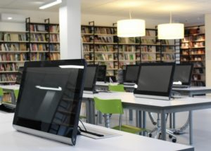オンライン英会話のレッスン中に効果を発揮する役立つ英語フレーズ集と英語学習教材を紹介