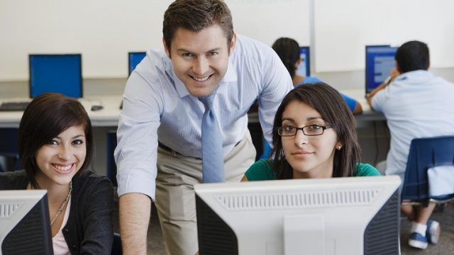 英会話の講師は男性講師と女性講師のどちらを選ぶべき?