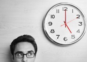 オンライン英会話の予約が取りやすい時間帯や取りにくい時間、曜日はありますか?